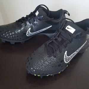 Nike Fastflex Cleats Girls size 7 .